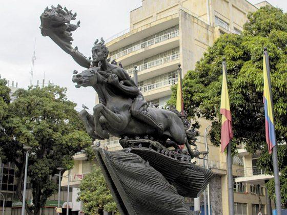 Bolívar Desnudo - Pereira